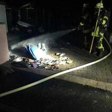 Mülltonnenbrand drohte überzugreifen